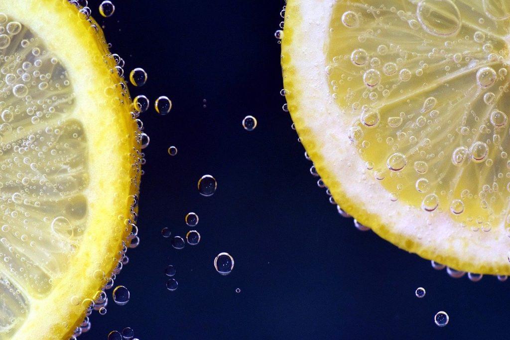 lemons, lemonade, submerged-2539163.jpg